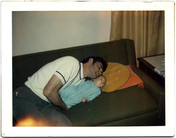 fp1037 (father son couch)