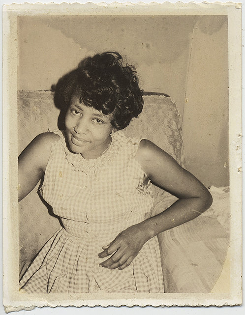 LOVELY POLAROID of LOVELIER PRETTY YOUNG AFRICAN AMERICAN BLACK WOMAN