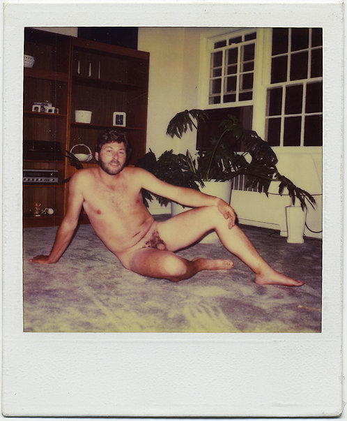 HUNKY? BEARDED GUY POSES NAKED NUDE COCK FORWARD in POLAROID GAY INT