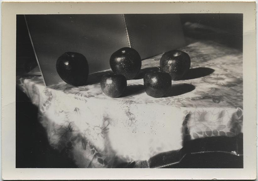 fp6926(StillLifeApples)