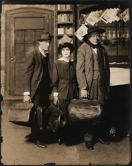 fp4214(White_PF-GP_Theatrical_Suitcases_Alligator)