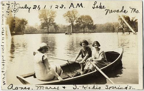 IN the MORNING! WOMEN ROW BOAT MISSOURI LAKE CAPTION Lake Nevada VERSO HEART PIC