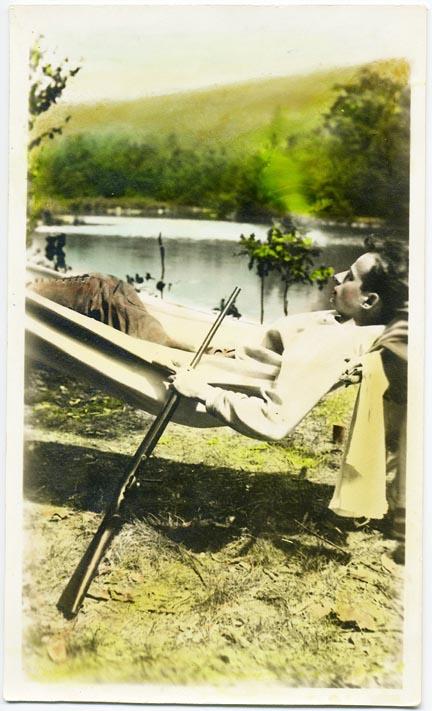 fp2113 (Woman-Hammock-Gun-Tinted)