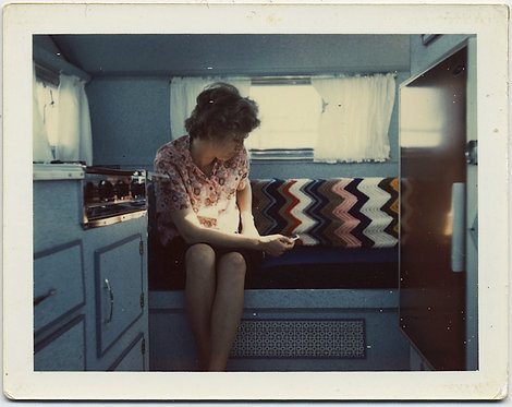 FABULOUS POLAROID SMALL CAMPER CARAVAN INTERIOR WOMAN CHEVRON KNITTED BLANKET