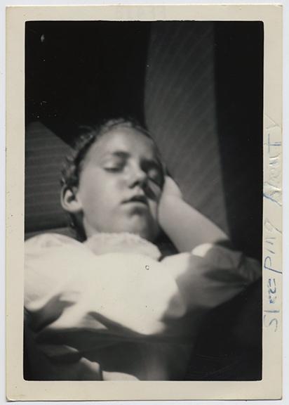 fp3149(GirlAsleep_SleepingBeauty)
