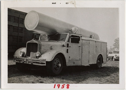 WEIRD UNUSUAL TRUCK w CYLINDRICAL TUBE ZACCHINI CANNON HUMAN CANNONBALL CIRCUS
