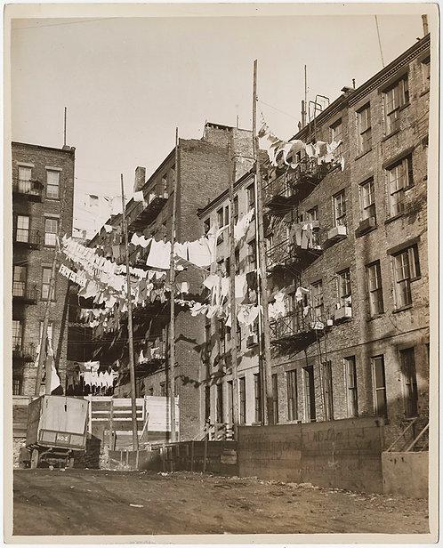 PRESS PHOTO STUNNING JACOB RIIS -like TENEMRNT BUILDINGS w HANGING LAUNDRY NYC
