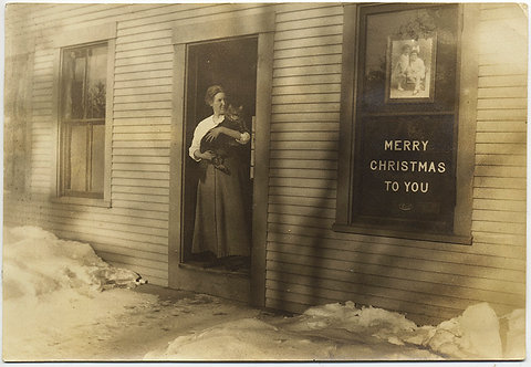 WOMAN w HUGE CAT at DOOR of PHOTO STUDIO? w CHRISTMAS GREETINGS
