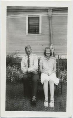 fp8425(DE-Smiling-Couple)
