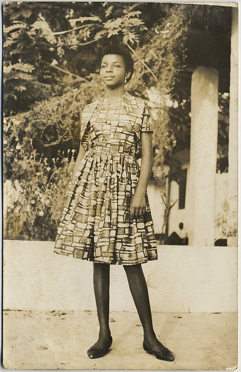 STUNNING PORTRAIT of PRETTY BLACK AFRICAN YOUNG WOMAN in MONDRIAN-is DRESS