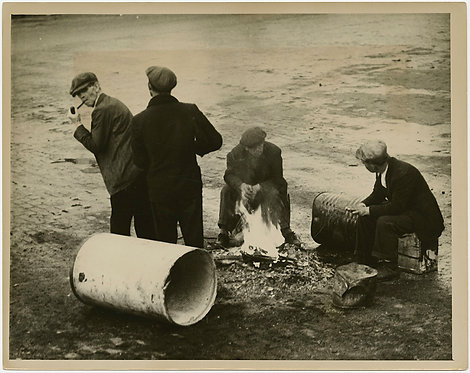 PRESS PHOTO HOMELESS GREAT DEPRESSION MEN at MAKESHIFT CAMP FIRE WPA-esque IMAGE