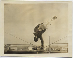 fp8419(Balancing-Acrobat)