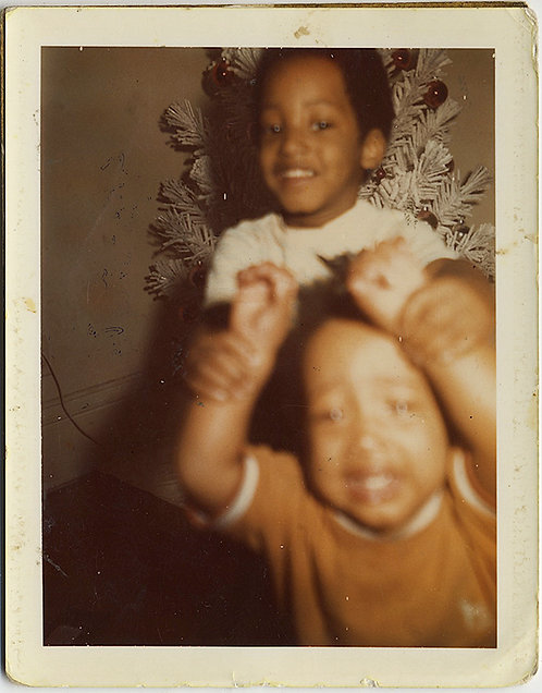 POLAROID! WHITE XMAS TREE and TWO AFRICAN-AMERICAN OUT of FOCUS KIDS WRESTLE!