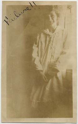 fp5385(DE_Woman_Housecoat_Window_Failure)