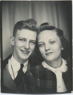 fp0218(PB_Couple_SmilingGirl&Boy)