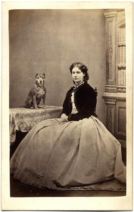 fp2208(CDV-Woman-Dog-Table)