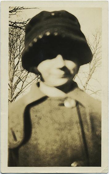 fp2891(WomanHat_SoftFocus)