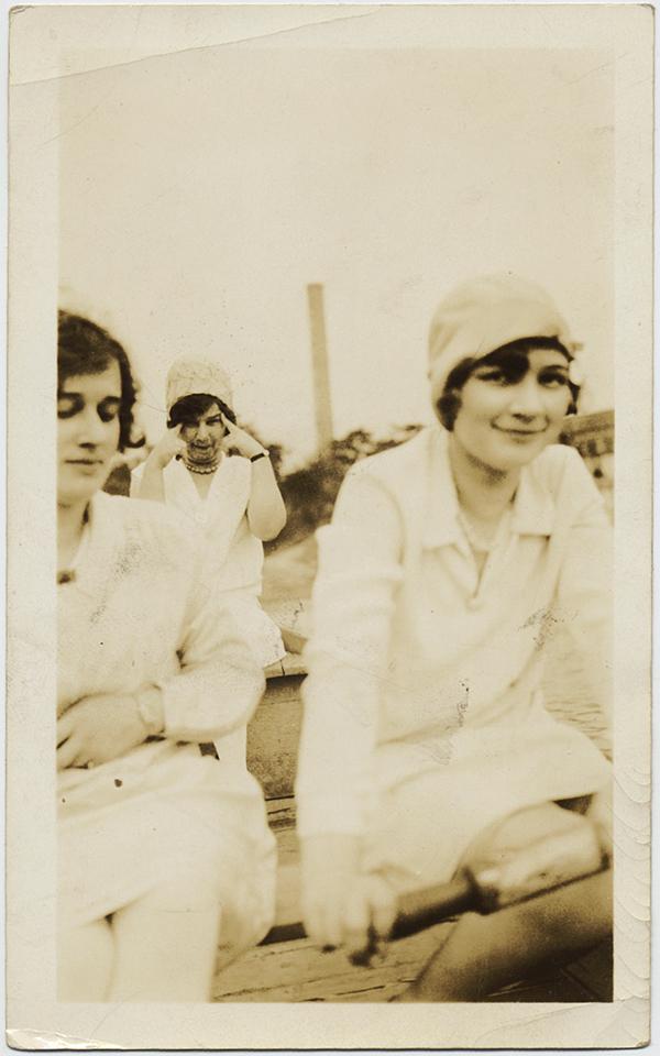 fp10270(Women-Boat-Strange-Gesture)