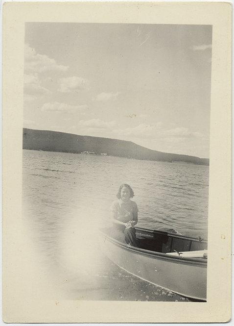 SUPERNATURAL WOMAN in BOAT on LAKE & LIGHT LEAK EXPLOSION