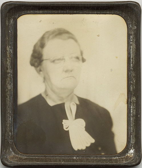 PHOTOMATIC!  Seriously SEVERE WOMAN (Mrs Anderson 1940)
