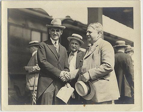 IMPORTANT FORMAL MEN in HATS SHAKE HANDS on TRAIN PLATFORM