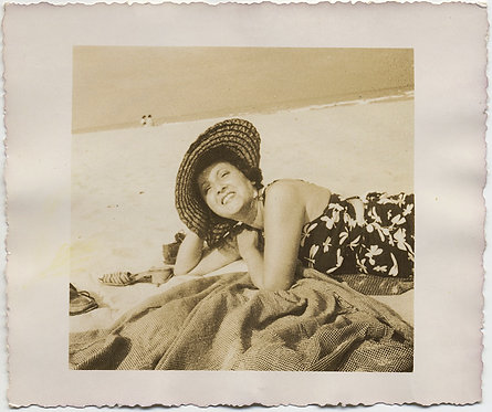 LOVELY SMILING CAREFREE WOMAN w STRAW SUN HAT LIES SEDUCTIVELY on BEACH