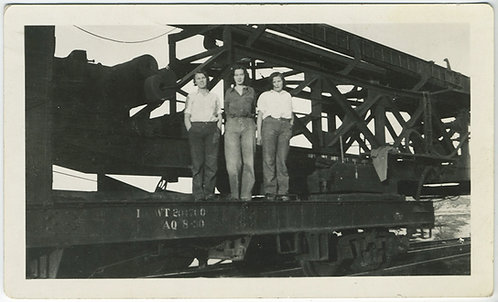 3 WOMEN in PANTS STAND on FLATBED RAILWAY TRUCK! LESBIAN int?