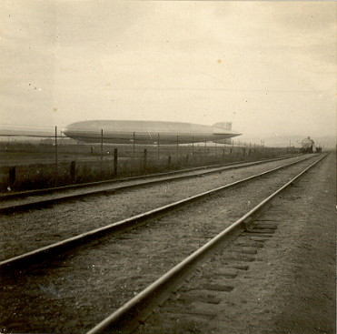 fp0036(zeppelinandtraintracks)