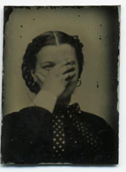 fp2401(TT_Woman_HidingFace)