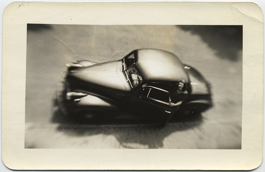 fp5290(Car_Woman_Blur_OverheadView)