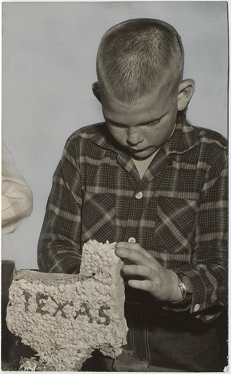 PAINTED PRESS PHOTO BLONDE KID MESSES with TEXAS w WEIRD STATE MODEL? CAKE?