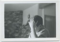 fp3425(Boy_FaceHidden_PoxOnHand)