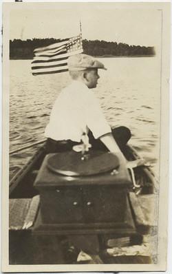 fp8888(Boy-Boat-Gramophone)