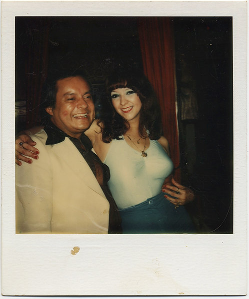 BODACIOUS BUSTY GOOD TIME GIRL w EYESHADOW KISSED SWARTHY MAN's CHEEK POLAROID