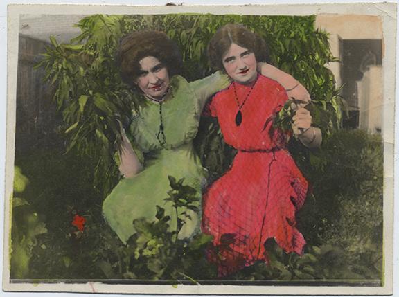fp4770(TwoWomen_Garden-tinted)