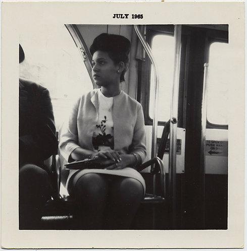 SUPERB VOYEURISTIC SNAP of PRETTY AFRICAN-AMERICAN HISPANIC WOMAN on CITY BUS