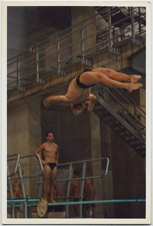 STUNNING HOT BACK DIVE DIVER DIVING w SPEEDO BULGE RIPPED DIVERS WATCH