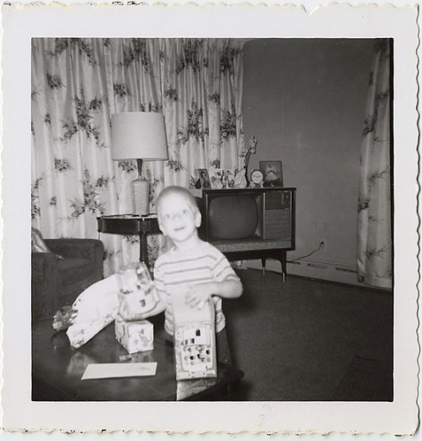 FLASH CAUGHT WIDE EYED LITTLE BOY w GIFTS in VINTAGE INTERIOR w TV