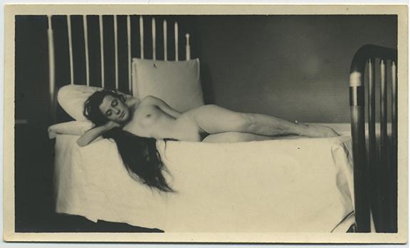 fp4689(NudeWoman_Reclining_LongHair)