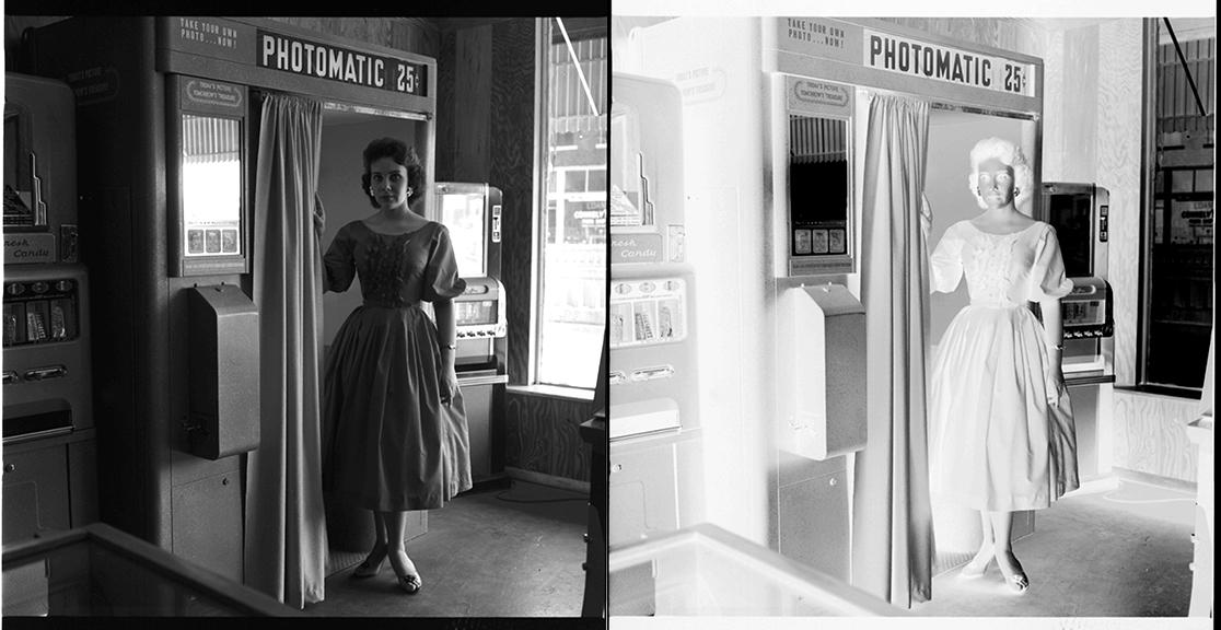 fp2354combo(NEG_Woman_Photobooth)