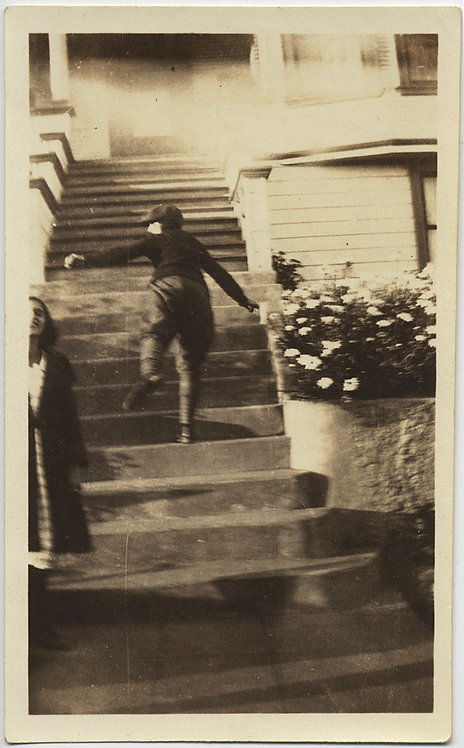 ACTION PHOTO YOUNG GIRL Bea Simmons RUNS UP STEPS GREAT COMPOSITION