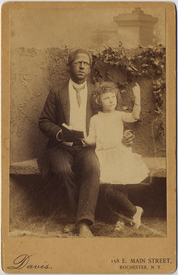 fp8376(CC-Blackface-Man-Girl-Book)