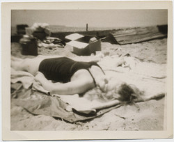 fp4133(Woman_Sunbathing_Beach)