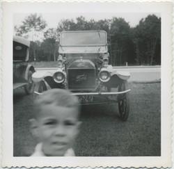fp8232(Boy-blur-Ford)
