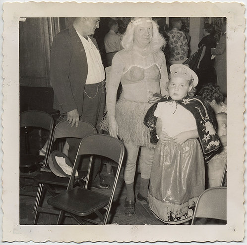 DEMENTED LOOKING MAN in DRAG STRAW SKIRT & BRA w LITTLE PERSON? in COSTUME