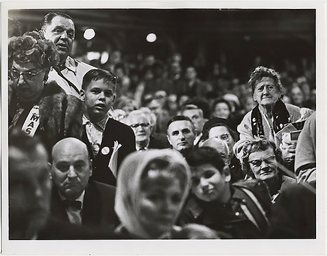 SUPERB GROUP CROWD WATCHES UNKNOWN EVENT PRESS PHOTO CONVENTION? Cleveland