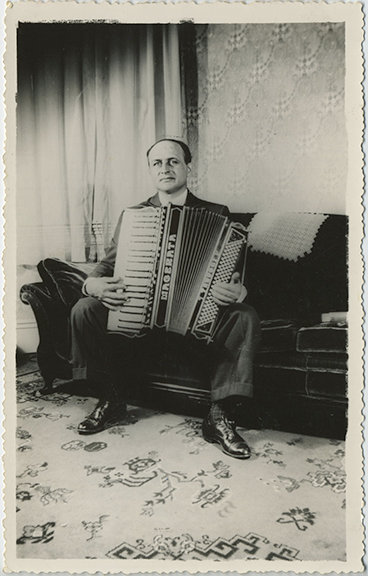 RUSSIAN MAN PLAYS ACCORDION in SOVIET INTERIOR LARGE PIC