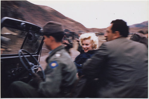 STUNNING MARILYN MONROE in JEEP in MOVEMENT TROOPS in KOREA?