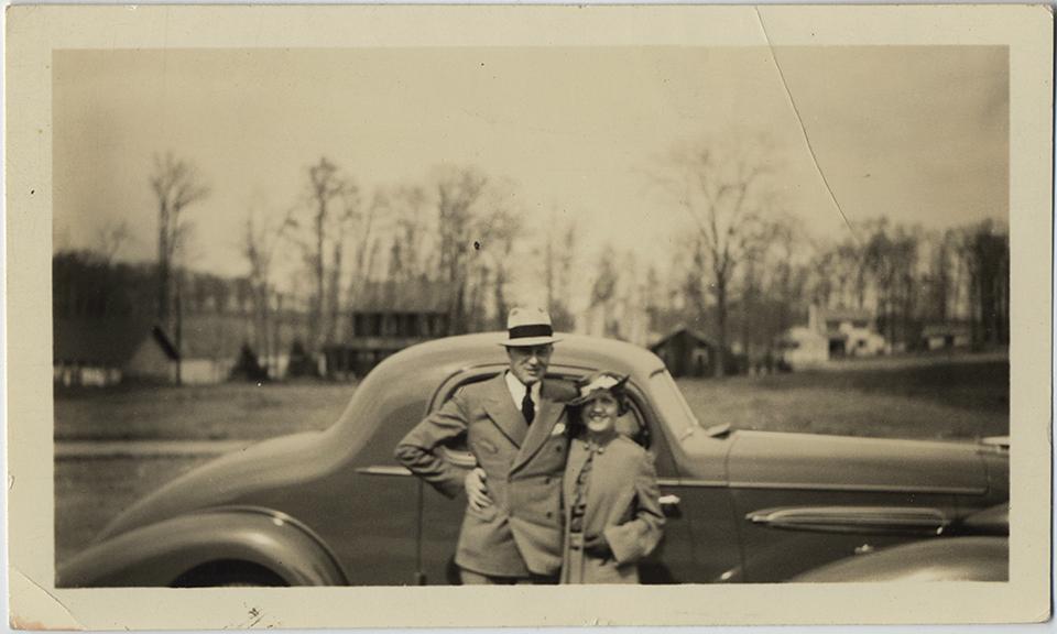 fp6748(Couple_Car)