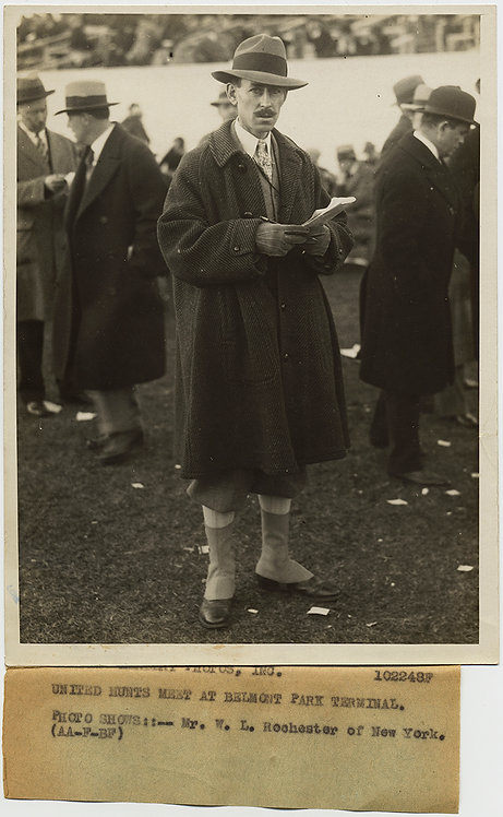 PRESS PHOTO SLIGHTLY SHIFTY LOOKING Mr Rochester BETTING at BELMONT HORSE RACES